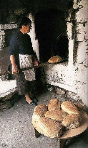 Yiayia making bread the old fashioned way - Greece - Λιγο ζεστο ψωμι
