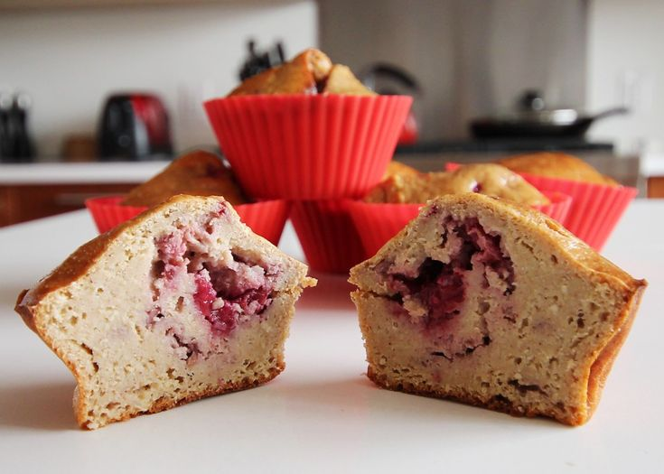 These raspberry protein muffins are delicious, filling and packed with protein. Here's the recipe.