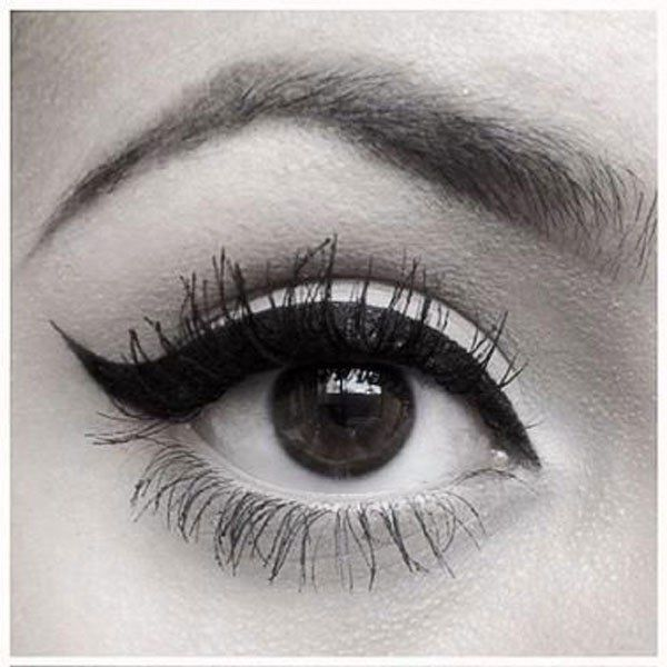 1000 images about maquillage eyeliner on pinterest sexy perfect cat eye and comment. Black Bedroom Furniture Sets. Home Design Ideas