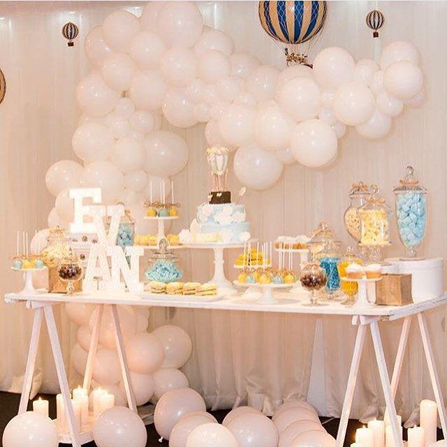 Decoração linda para festa com tema Balões! Adoro esse jeito irregular de arrumar as bexigas. Por @stylish_events_decorations ☁️☁️ #kikidsparty