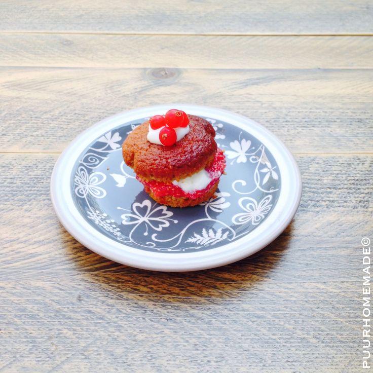 Kaneelmuffin met rode bessen-aardbeienjam & geitenkwark - Puur Homemade by Cilla Tibbe- www.puurhomemade.nl