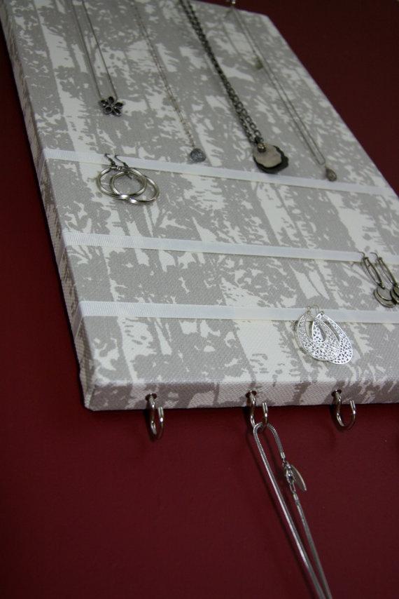 Panneau porte-bijoux