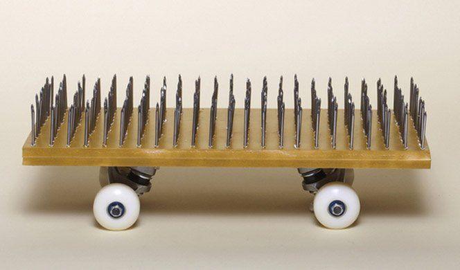 O designer francês Arthur King criou um projeto fotográfico mostrando diversos tipos de skates feitos com comida, peças de computador e até grama.