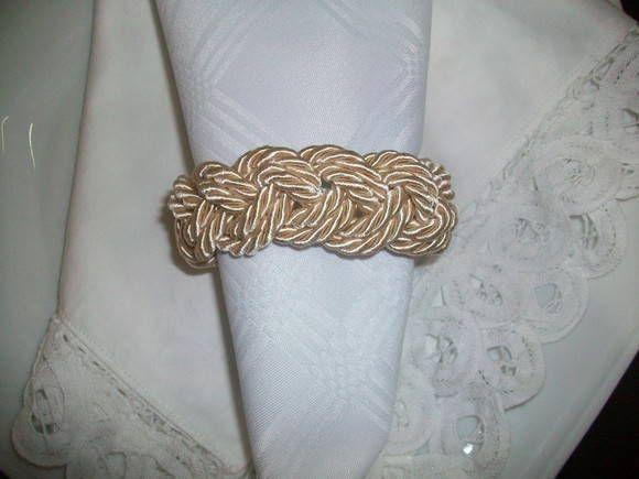 produto confeccionado com cordao de sao francisco. R$ 4,40