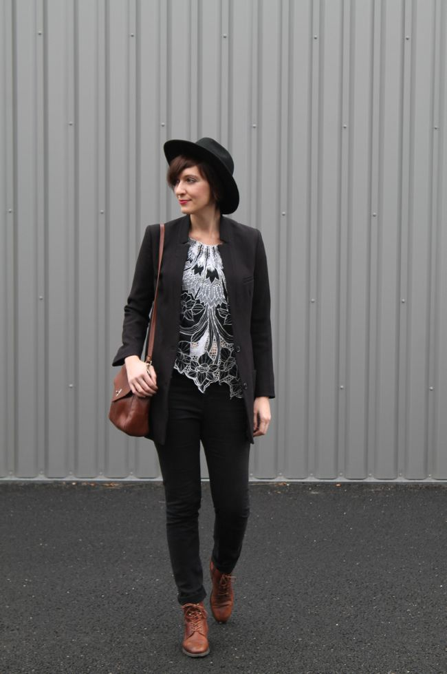 Black skinny jeans, black blazer, brown lace boots  Astralbis Kickers