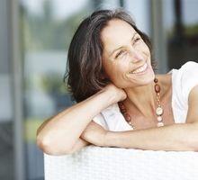 Les bouffées de chaleur sont plus fréquentes chez la femme que chez l'homme et sont souvent associées à la ménopause.