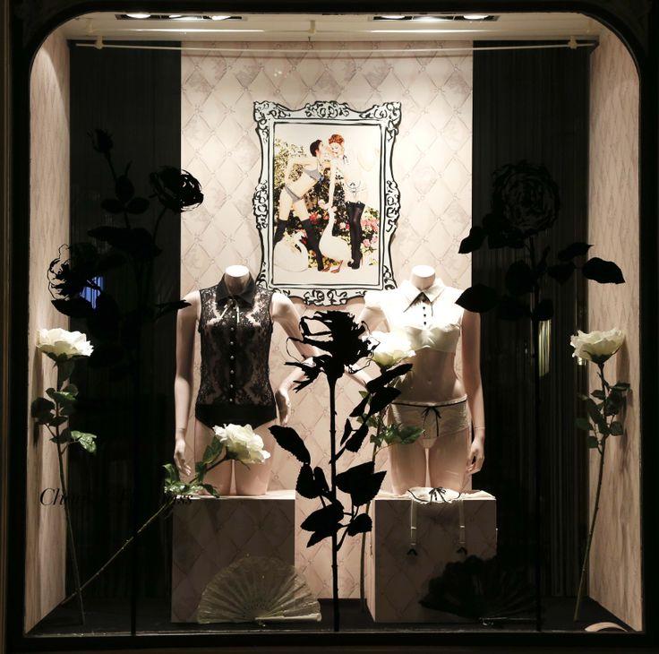 f vrier 2014 vitrine boutique chantal thomass 211 rue saint honor paris chantalthomass. Black Bedroom Furniture Sets. Home Design Ideas