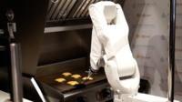 Burger-flipping robot begins first shift - BBC News