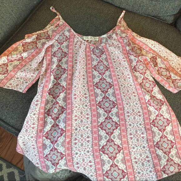 """Cold shoulder spring/summer top Pink top very pretty and trendy spring/summer 2016. Also have same in blue. This is a """"cold shoulder"""" top. Meaning it has opening on shoulders . Both are in size medium but can also got a small just a bit more lose and flowy. I am a medium and this fits perfectly flowy but not baggy looking and is a thin material so perfect for hotter days! Both are new without tags Pink Rose Tops Blouses"""
