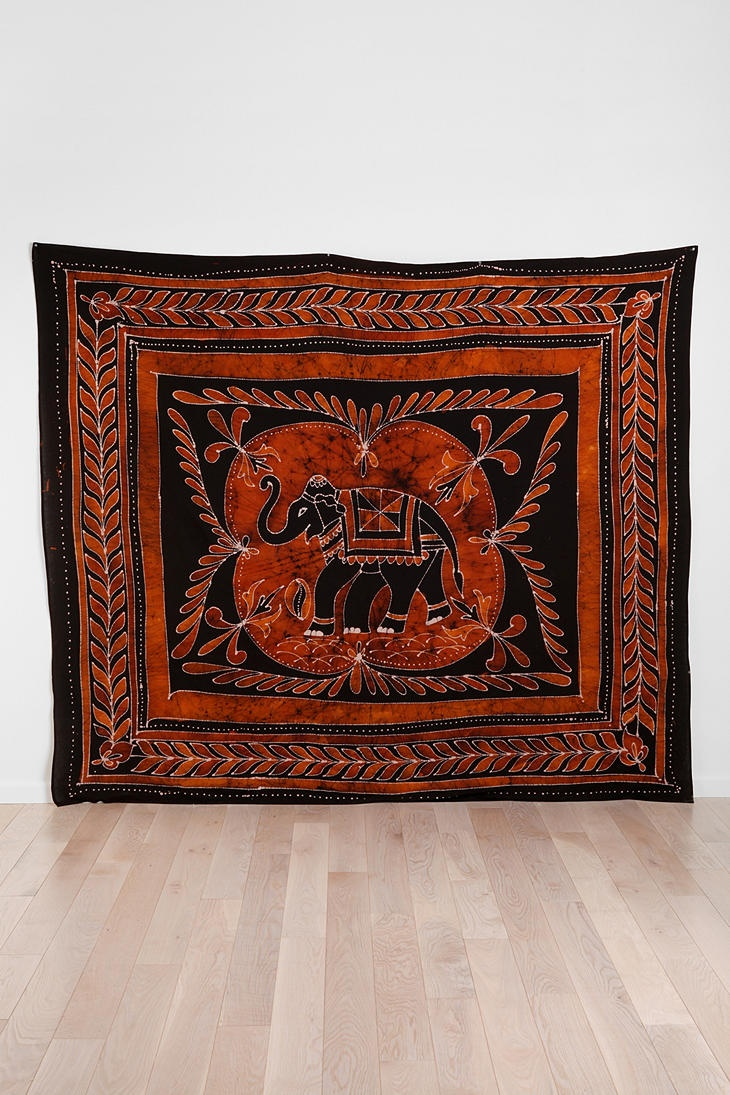 Elephant medallion batik tapestry urbanoutfitters home for Room decor urban outfitters uk