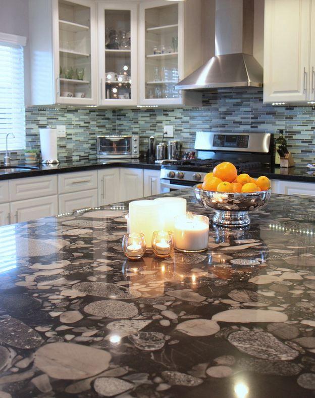 unsere granit arbeitsplatten sind nach wnschen unserer kunden hergestellt worden http - Kchen Mit Weien Schrnken Und Arbeitsplatten Aus Granit