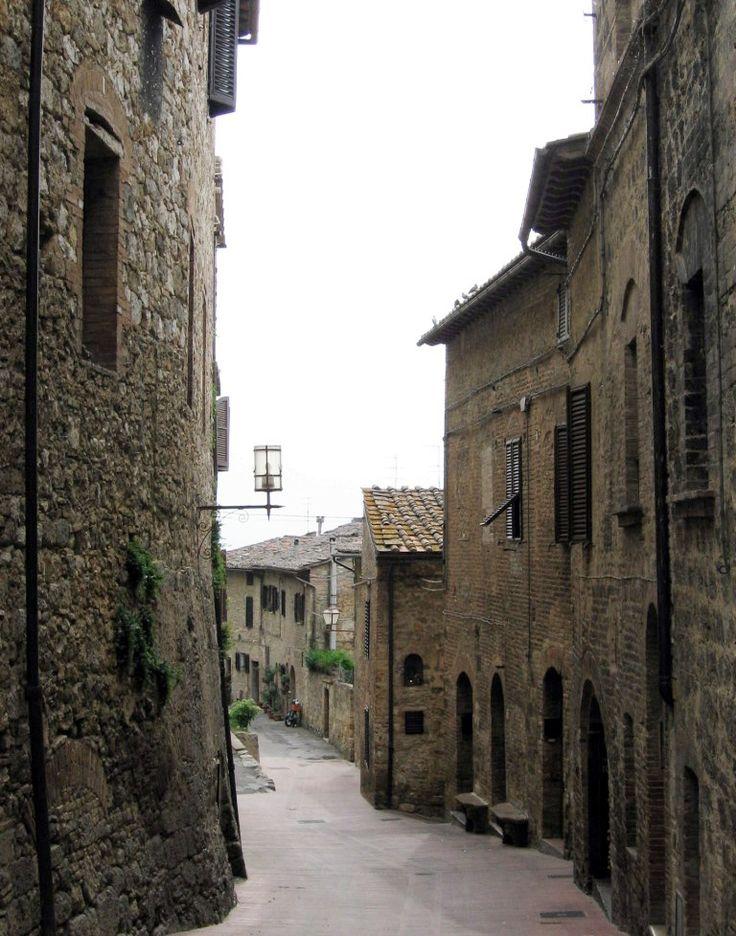 San Gimignano: alley - Photo: Beata B.