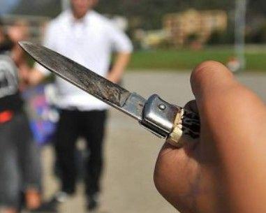 Poggioreale, due 20enni tentano rapina a coetaneo con coltelli a serramanico: arrestati | Report Campania