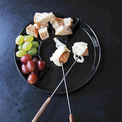 Fondue au Crémant (Fondue with Sparkling Wine) Recipe based on one from a famous restaurant La Buvette in Switzerland