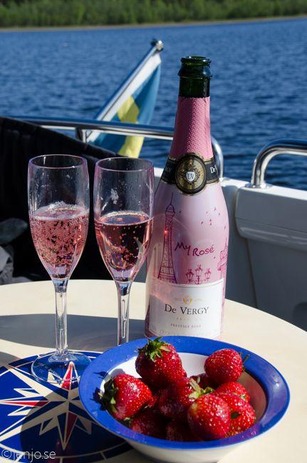 Rosa bubbel och jordgubbar