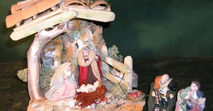 Sobre o Natal italiano. O natal italiano é rico em tradição e é mais fiel à origem cristã do feriado do que é observado na maioria das culturas dos países ocidentais. Embora o comércio, Papai Noel e uma elaborada troca de presentes tenham adentrado no natal italiano moderno, grande parte dos italianos ainda celebra os costumes seculares em torno do nascimento de Jesus no ...