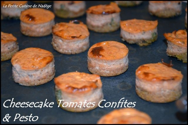 Voici une recette que j'ai expérimentéé pour les fêtes mais que l'on peut servir en toute circonstance pour un apéritif un peu plus original que le traditionnel paquet de chips. Tout a commencé lorsque j'ai vu les cheesecakes au saumon fumé de Maike ....