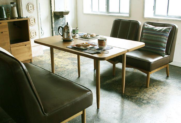 主役級の存在感。革のチェア&ソファでワンランク上のインテリアを ... カフェっぽくテーブルに革のソファーとチェアをセット!素敵なダイニング
