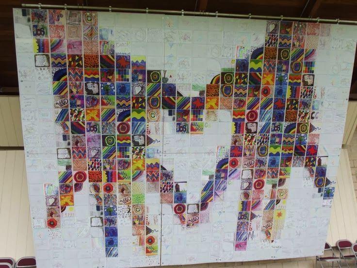 En utilisant une mosaïque créée par le groupe, ajouter de la peinture acrylique blanche pour créer un symbole d'unité.