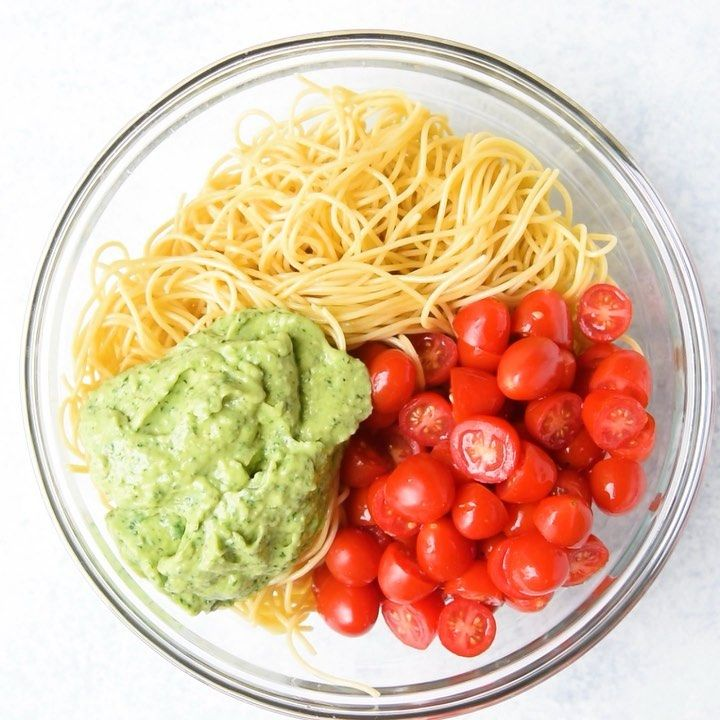 rena on instagram spinach and avocado pasta whole wheat pasta tossed in a creamy vegan spinach and avocado sauce finished with fresh tomatoes and toasted pinterest