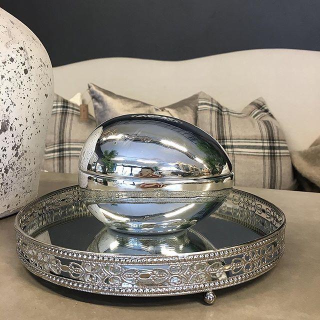 Lekkert påskeegg i sølvfarget keramikk til påskegodteriet ☀️ #butikkidrøbak #butikkitønsberg #nettbutikk #nyheter #påskeegg #easter #interior #interiør #interiors #interior123 #interior4all #interior4you #interiordesign #nisjebutikk