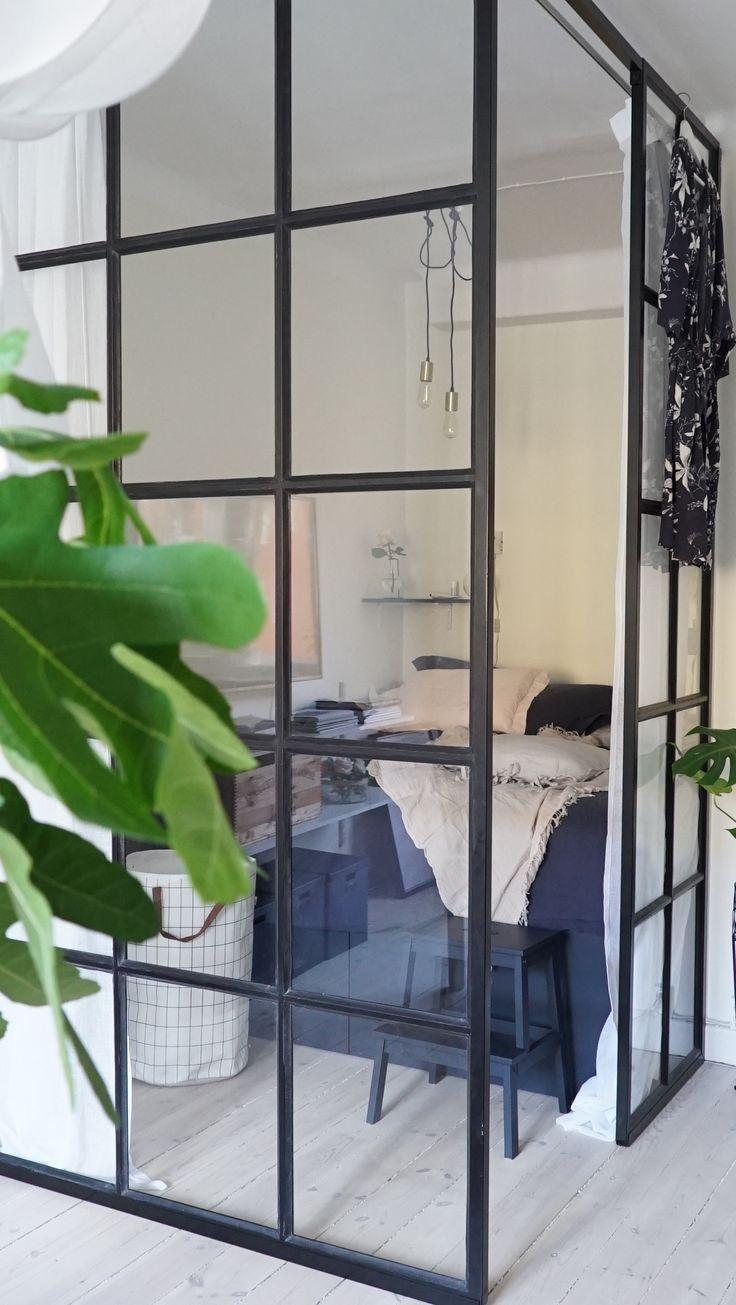 Sovalkov i ett vardagsrum med studiostil á la New York av Elsa Billgren i Äntligen Hemma.