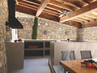 Une cuisine en béton ciré