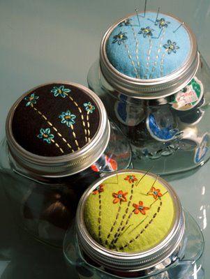 pin cushion jar: Sewing Jars, Sewing Kits, Art Blog, Pin Cushions, Gift Ideas, Cute Ideas, Mason Jars, Jars Lids, Pincushions Jars