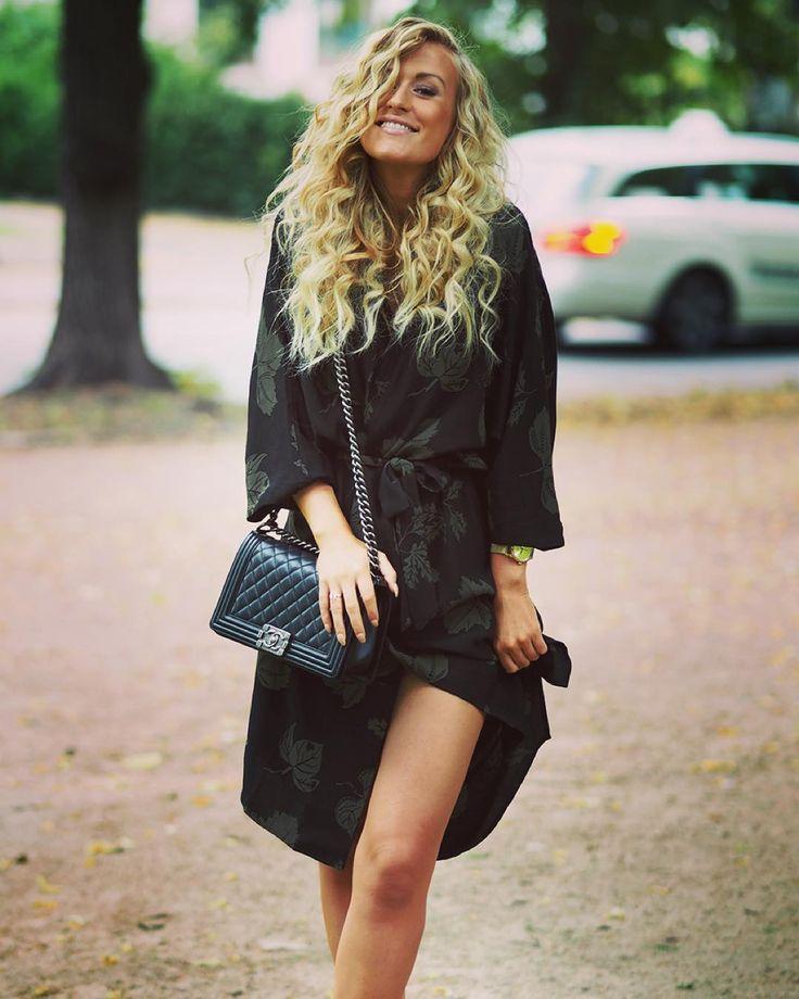 Bare legs & autumn feeling - Blogger and stylist, Lene Orvik, in Samsøe & Samsøe Alrik dress.