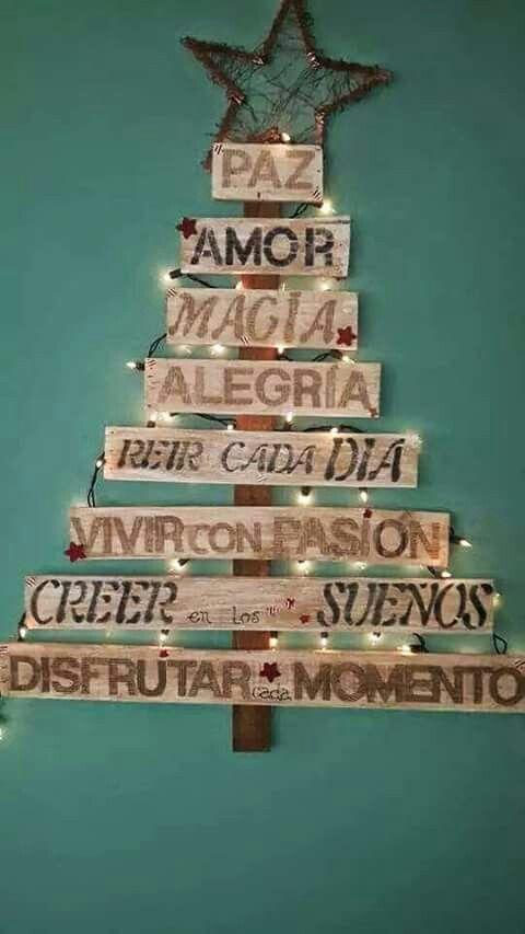 Buena idea...arbol de navidad echo con maderas y frases ♥