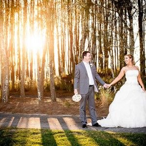 If your dream wedding should be amidst a vast expanse of nature, the Lakelands Golf Club should be high on the list. Lakelands has everything you need to create the dream wedding, all in one…
