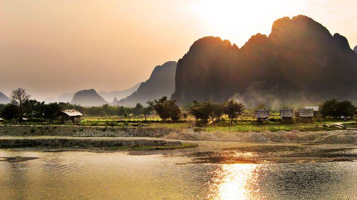 Vang Vieng, Laos (par bernhard). En savoir plus: http://voyager-au-laos.com/sites-a-visiter/vang-vieng