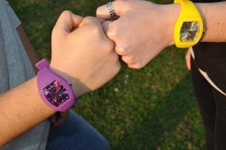orologi in silicone con colori fluo
