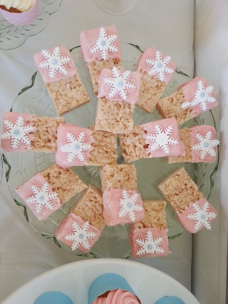 Winter Wonderland Party. Snowflake treats. Girls birthday party