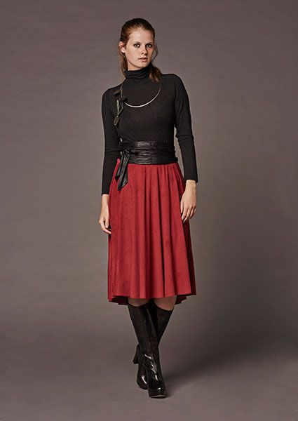 Impressive and airy klos skirt with pockets of soft Alcantara fabric which upgrades every outfit