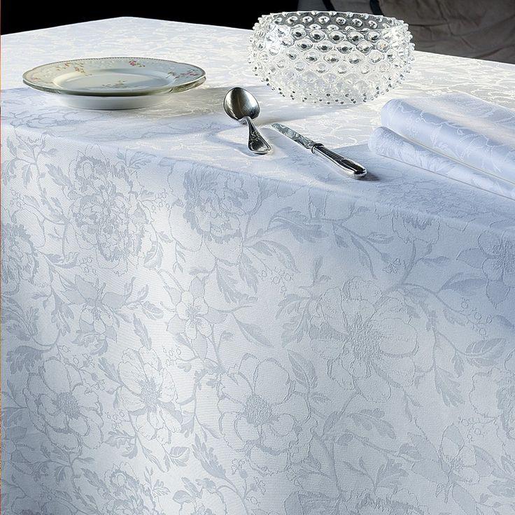 Garnier Thiebaut präsentiert für alle Fans von schöner, klassischer Tischwäsche einen neuen Blumenentwurf ganz in weiß.      Sie geben Ihre Tischmaße ein und unser Tischdeckenkonfigurator berechnet Ihre persönliche Tischdecke.   Wählen Sie aus herrlichen Stoffen (abwaschbar oder reine Baumwolle) Ihren Favoriten. Nichts Passendes gefunden?   Rufen Sie uns an unter Tel. (0281) 24173 und wir machen es passend! Sie sind sich in der Farbwahl nicht sicher?   Gerne senden wir Ihnen Stoffmuster zu
