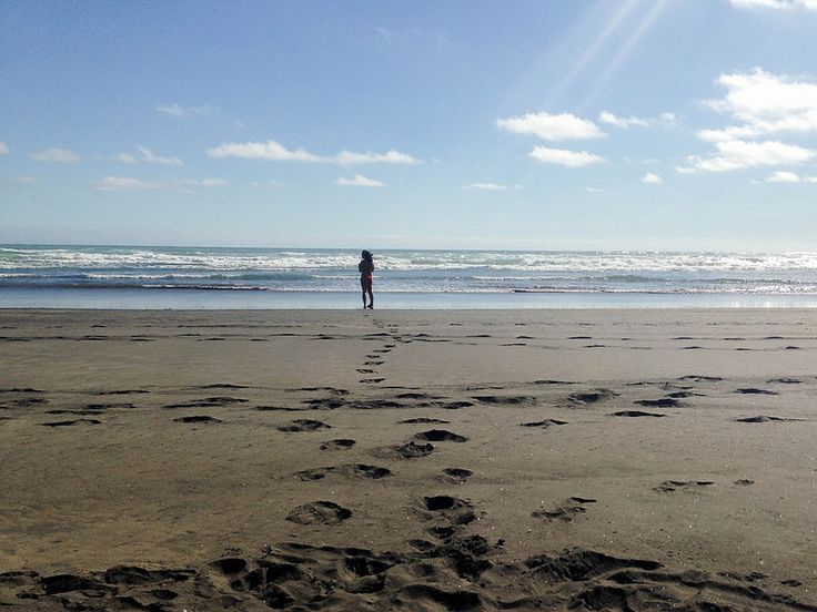 Kerikeri Beach in New Zealand - black sand!
