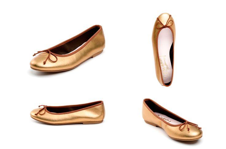 Bailarinas doradas de la marca Bisue. Fotografia: Kinoki studio