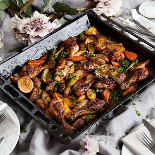 Rostad kyckling med grönsaker i ugn