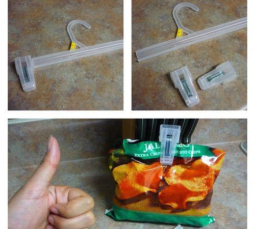 Se lasci aperto il pacco di patatine, si rovineranno. Se non hai una pinza per chiuderlo, recuperala da una stampella.