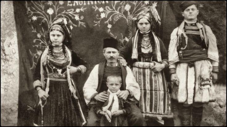 Οι Βλάχοι του Ροδολίβους σύμφωνα με μαρτυρίες των παλαιοτέρων βρέθηκαν στο Ροδολίβος γύρω στο 1870-1880 μ.Χ. και έφτασαν μετά από πολλές περιπλανήσεις και περιπέτειες, όταν ο Αλή Πασάς των Ιωαννίνων κατέστρεψε ολοκληρωτικά την Γράμμουστα κωμόπολη πάνω στο βουνό Γράμμος, γιατί του ήταν εμπόδιο στις επεκτατικές του επιθυμίες. Οι Βλάχοι που έμεναν εκεί αναγκάστηκαν να διασκορπιστούν σε πολλά μέρη της Βόρειας Ελλάδας και ειδικά στην Ανατολική Μακεδονία Σέρρες-Δράμα. Μετά από βλάχικο γάμο το 1938