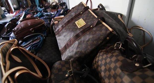 Viaggio nei laboratori del falso Un business da cento milioni