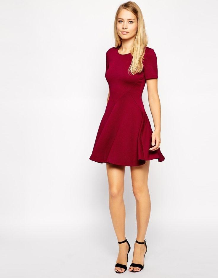 dunkelrotes kleid   Festliche Mode-Ideen – 25 Rote Kleider für Weihnachten  -  dunkelrotes 977932efae