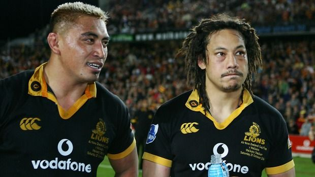 Wellington's Jerry Collins and Tana Umaga after their loss to Waikato, in the Air New Zealand Cup rugby final at Waikato Stadium, Hamilton, New Zealand, Saturday, October 21, 2006. Credit:NZPA/Wayne Drought