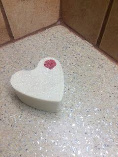 EIRINI SOAP: Ενα σαπούνι καρδιά με γάλα γαιδούρας δεν χρειάζετα...