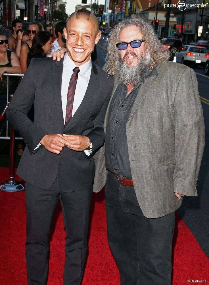 sons of anarchy theo rossi and mark boone jr | Mark Boone Junior, Theo Rossi - Premiere de 'Sons Of Anarchy Season 6 ...