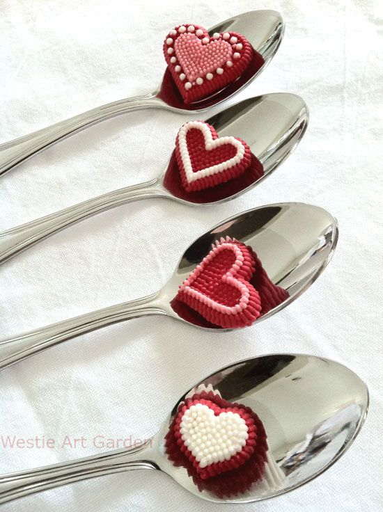 valentine candy tokens tablesetting