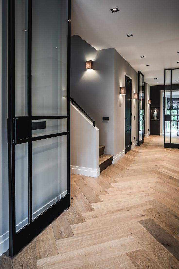 Nobel Flooring – Holzfußboden mit großem Fischgrätmodell – Hoch ■ Exklusiver