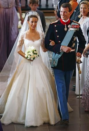Marie of Denmark. I absolutely love this wedding dress!! ♡