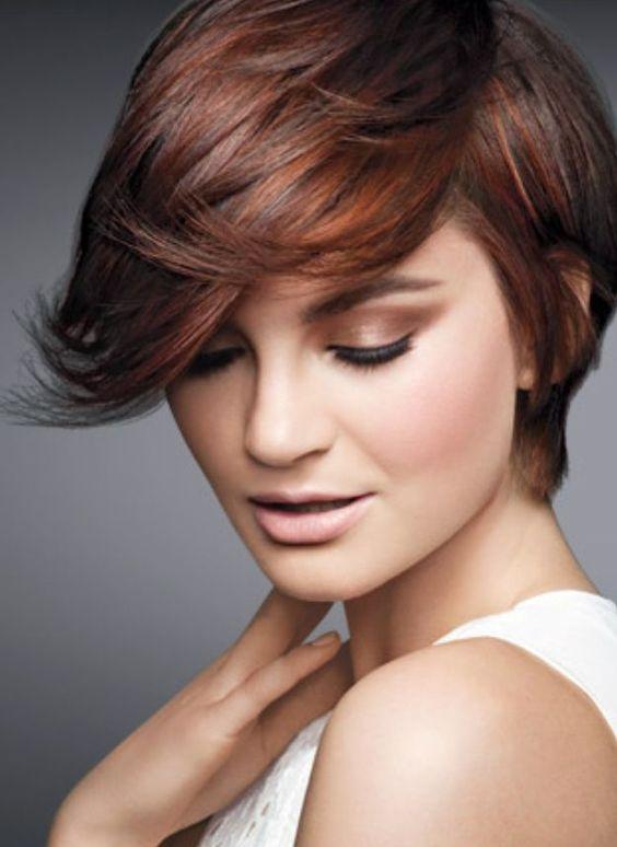 Voor de dames met bruin haar hebben wij een leuk idee! Bekijk de 12 korte modellen van dames met bruin haar en koper kleurige highlights. - Pagina 2 van 12 - Kapsels voor haar